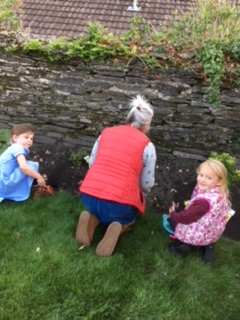 Amber and Mabel planting